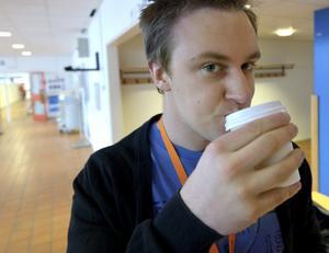 Dyr dryck. Nästa termin kan David Oskarsson köpa sitt kaffe till halva priset.