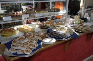 Hembakade kakor i massor för fikasugna marknadsbesökare.