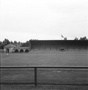 ...och faktiskt ända upp till Strömdalens idrottsplats som just under dessa år förvandlades till nya, fina Strömvallen med mäktiga pelare som höll taket över läktaren uppe.