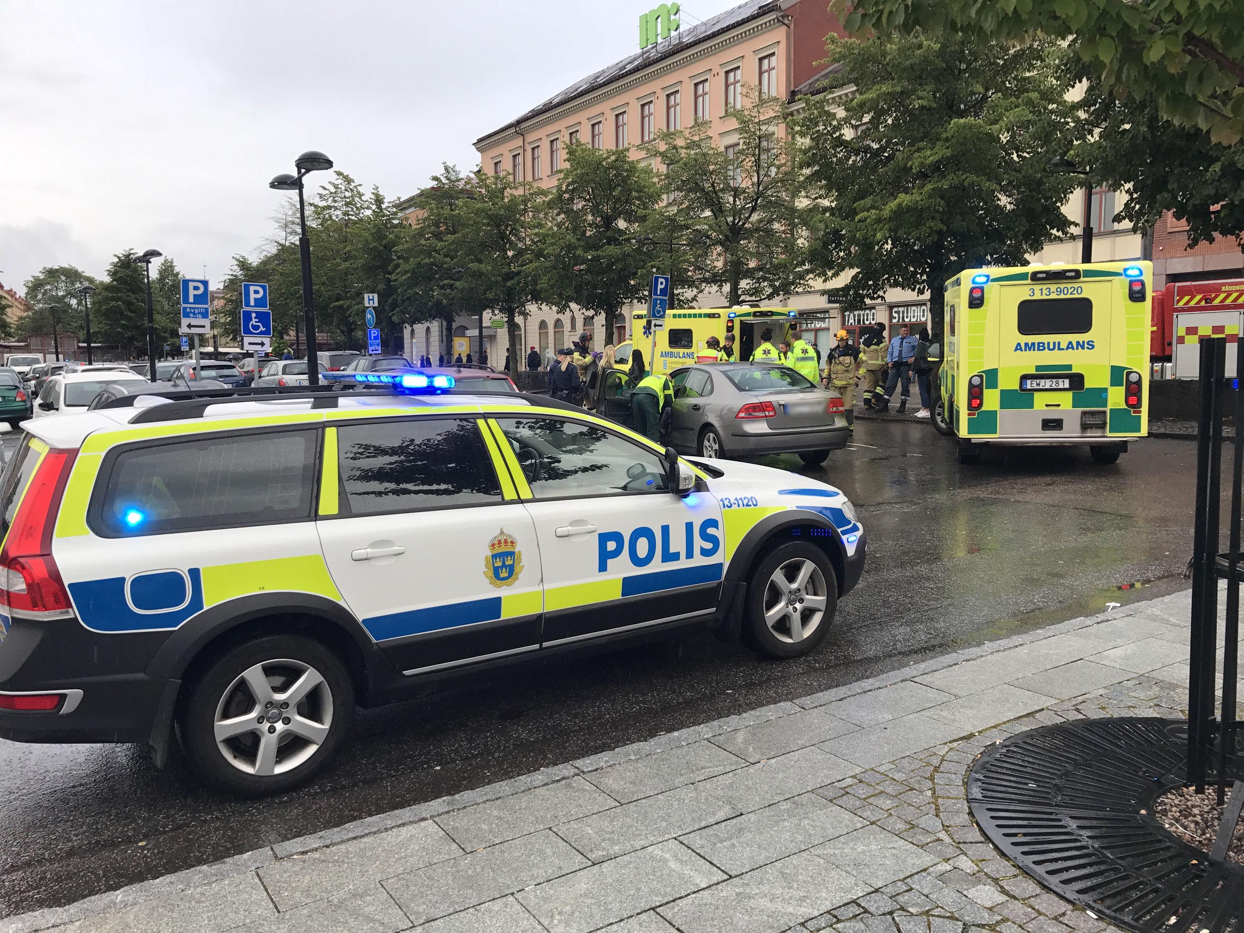 Pakord av polis och ambulans
