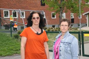 Eva Andersson, Kommunal, till vänster i bild, och Stina Forsell, Lärarförbundet, har påtalat för arbetsgivaren att personalen i förkolorna har det tufft.