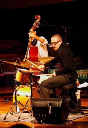 Basisten Jorge Roeder och trummisen Ziv Ravitz var på uppenbart spelhumör.