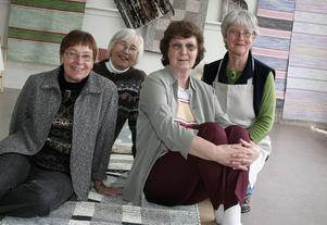Monika Lundblom, Lise Britt Sälg, Birgit Sjöberg och Kerstin Rundlöf hade öppet hus i Hagsta skola för hantverksintresserade.