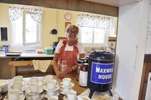 Irene Ekqvist, från Svenstavik var en av de frivilliga som hade bakat kakor och bullar som snabbt gick åt.