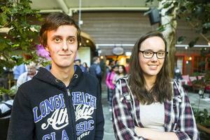 Daniel Solsten, 20 och Linnea Eriksson, 20, båda från Sveg, var med och sökte jobb.