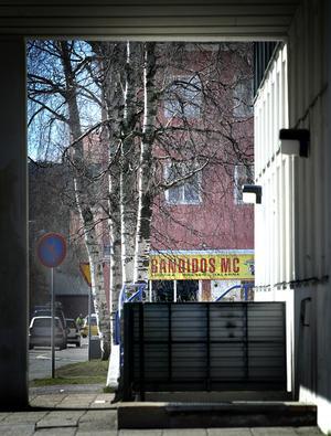 Uppbrutet. I tisdags kväll slog Nationella Insatsstyrkan till mot Bandidos lokaler i Ludvika. Tidigare under dagengreps en medlem ur Bandidos, Ludvika, misstänkts för grov utpressning.