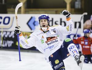 Per Hellmyrs vill vinna allt den här säsongen - SM-guld med BGIF och VM-guld på hemmaplan.