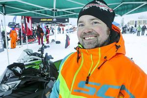 Härjedaling i exil fanns på plats, Micke Ljungberg från Funäsdalen som nu säljer skotrar i Mora visade upp sina maskiner för hugade provkörare.