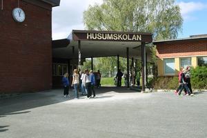 Normalt skulle eleverna från Banafjäl flyttat till Husumskolan under årskurs sju, men nu görs flytten alltså en termin tidigare.