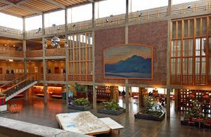 Krinas prisbelönta Stadshus ska rivas. Det invigdes 1963 och brukar kallas för Kirunabornas vardagsrum. Här hade gruvarbetarna möten under den stora strejken 1969-1970.