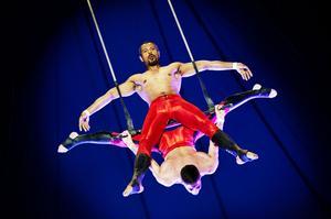 Popcorn, clownkonster och våghalsiga luftnummer stod på schemat när Cirkus Maximum höll föreställning i Sundsvall under måndagskvällen. ST var på plats i cirkusvimlet.