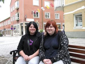 Matilda Selander och Ellinor Lindström hänger ihop både i skolan och på fritiden.