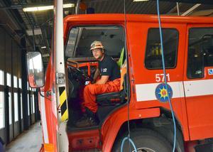 Fredrik Nohr är en av många brandmän från Södra Dalarnas Räddningstjänst som deltagit i släckningsarbetet söder om Norberg.