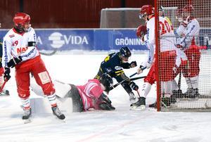 Mikael Pettersson tryckte in 3–0 efter en hörnvariant.