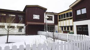 Kommunen vill avveckla Mogårn, men byborna vill renovera och behålla de 50 arbetstillfällena i Moliden.