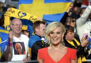 Sanna Nielsen har massivt stöd från tillresta fans när hon tävlar i Eurovision Song Contest i Köpenhamn.