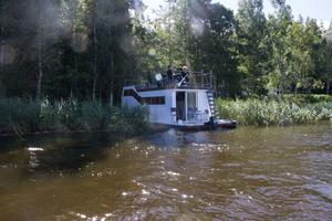Det här är första sommaren familjen spenderat på husbåten, men de ser fram emot många fler i framtiden.