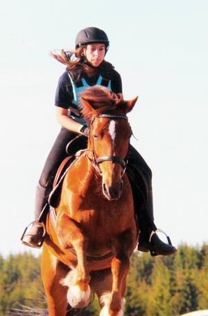 Natalie älskade hästar och ridning. I samband med begravningen samlades pengar in till Ockelbo ridskola. Pengar från Natalies sparkonto gick till att köpa in Natalies favorithäst: Nalles Puh.