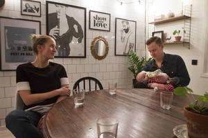 Som småbarnsföräldrar kan det vara svårt att hinna med allt, genom att få en rutin och tips hoppas paret att det ska bli enklare att leva hållbart.