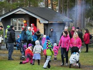 Det här huset som användes för barnaktiviteter på julmarknaden har flyttats till hembygdsgården i somras.