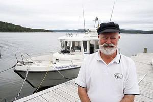 Peter Bernström anser att naturturismen är mycket viktigare i världsarvet än förorenande fiskoedlingar. Han driver själv en charterbåt.