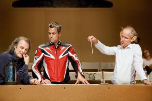 Henrik Schyffert, Johan Rheborg och Robert Gustafsson, bland andra, hade Dramatenpremiär på lördagen efter mycket hemlighetsmakeri.