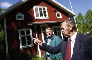 Sverker Thyr gick i skolan först, och efter nedläggningen bodde han i den. Birger Strand, till vänster, är en av de tidigare eleverna.