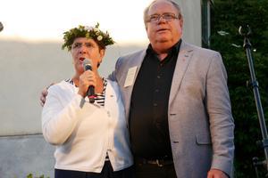 Landshövding Ylva Thörn och Region Dalarnas ordförande Leif Svensson hälsade besökarna välkomna till midsommarfesten.
