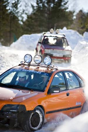 ENTUSIASTER. Under lördagens var det dags för en uthållighetstävling på isbanan i Rörberg. Tävlingen gick  i två klasser, framhjuls- och bakhjulsdrivet.