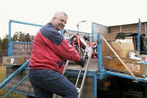 Arne Jonsson från Gällö i Jämtland sålde veterangrejer från flaket på den buss/lastbil som föreningen Revsundsbygdens omnibus lät renovera för några år sedan.