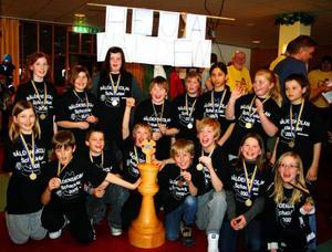 Jubel bland segrarna i Näldenskolan. Foto: Anneli Enarsson