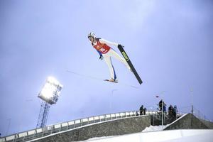 Sollefteås Erik Gundersson, flyger mot en 11:e plats.