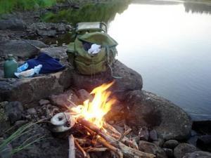 En lägereld, lite matsäck och naturen. Alexander Linderoth fick en riktigt idyllisk fiskeresa i Norrbotten.Foto: Privat
