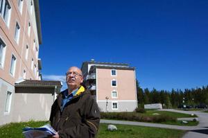 """""""Dörrknackningen har inneburit att vi har träffat mycket folk och kunnat svara på frågor och hjälpa till med sådant som inte rör kursen i det svenska samhället. Vi har hjälpt en ensam äldre invandrarkvinna att få en kontaktperson hos kommunen"""", berättar Alexander Souri."""