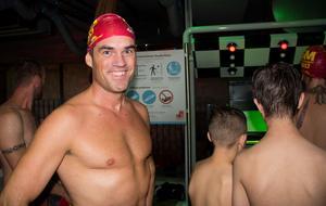 Förra årets vinnare är med och tävlar om guldet i år igen. Matias Klöver från Söderköping tror absolut på ännu en vinst. Han laddar upp med att provåka banan för att hitta rätt teknik.