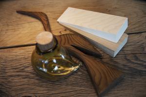 Träslagen ska vara ljusa och inredningsdetaljerna av snidat trä.