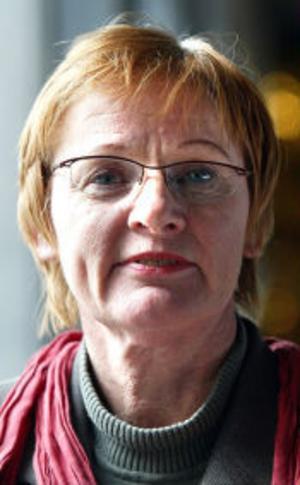 Gunilla Wahlén (v) får obehagliga mejl efter diskussioner i flyktingfrågor.