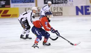 Tuomas Määttä i anfall mot Sandviken under den femte och avgörande semifinalen.