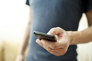 Rensa i bildflödet är ett hett tips om du börjar få ont om plats i mobilen. Foto: Shutterstock