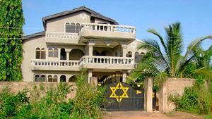 I det här huset får volontärerna bo under tiden de hjälper till med undervisningen.