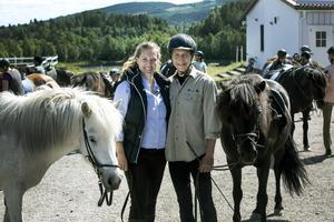På gården lever Gemma och Jonas hästliv dygnet runt. Vi har skapa en egen värld här, säger Gemma.