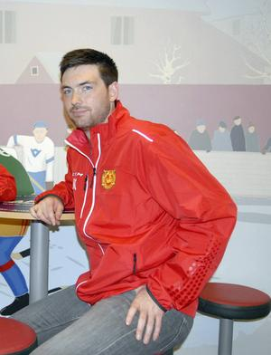 Jeremy Colliton blir kvar som huvudtränare i Mora IK.