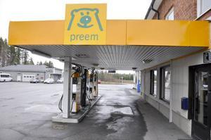 I december 2011 försvann servicen från macken i Häggenås.