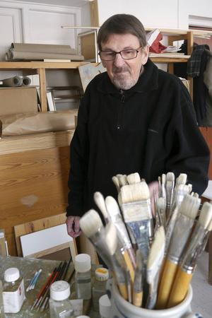 """Lars Nylund i sin ateljé på Härke Konstcentrum på Frösön, våren 2014. Fotot finns även med i Lars bok """"På mitt sätt sett"""" som kom samma vår."""