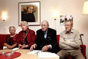 Vilsna men hoppfulla. De fyra seniorerna Ing-Marie Hansson, Ingrid Andersson, Lennart Wiberg och Åke Holmgren känner inte riktigt igen sig i dagens socialdemokrati. Men de tror på ungdomen.