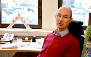 Urban Åström lämnar jobbet som förvaltningschef för humanistiska nämndens verksamheter.