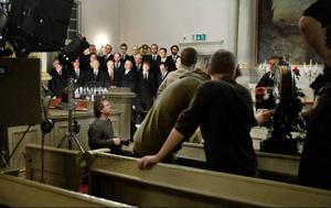 """Så här såg det ut i Gamla kyrkan när medlemmar från både Cantilenakören och Decibel blev sångstjärnor i """"Hjem till jul""""."""