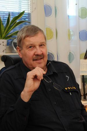 Göte Höglund polisinspektör hos Sundsvallspolisen har en hel del synpunkter på hur cyklisterna tar sig allt mera friheter i vår trafik. Till våren kommer man att granska deras framfart i trafiken.