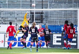 Bäst i klassen. Kanadensiska målvakten Stephanie Labbé var seriens tätaste målvakt och hade stor del i Kifs framgång. Sommaren 2015 tyder mycket på att hon finns med i Kanadas trupp till VM på hemmaplan.