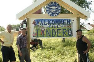Under några timmar i går förmiddag jobbade från vänster Anders Sällvin, Göte Eriksson och Lennart